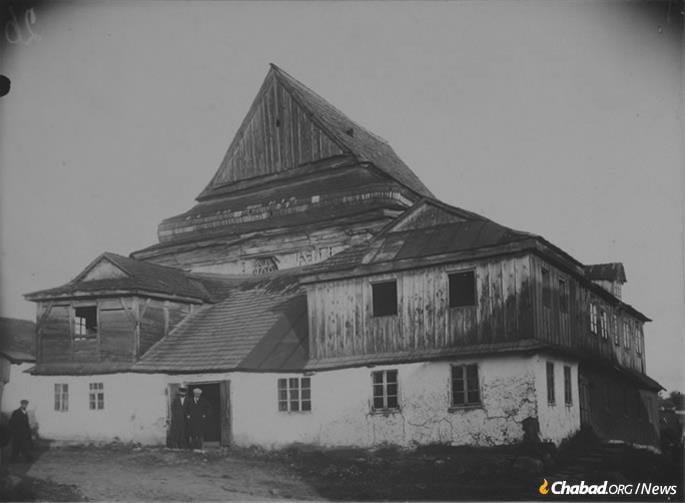 The Great Synagogue of the village of Zarichanka, Khmelnitsky province, Ukraine, circa 1930.