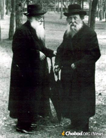 Rabbi Chaim Ozer Grodzinski (right) with Rabbi Shimon Shkop (Photo: Wikimedia Commons)