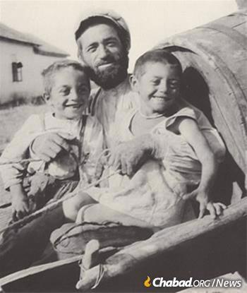 A Jewish colonist with his twin children at a JDC-sponsored Jewish settlement. (Photo: Joseph Rosen Collection/Archives of the American Jewish Joint Distribution Committee)