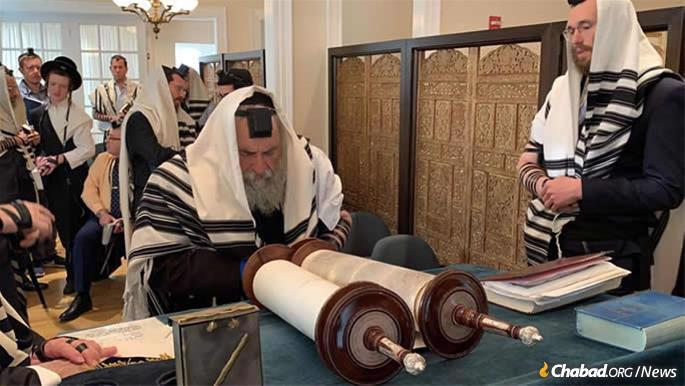 Rabbi Goldstein recites a special prayer of thanksgiving for deliverance from danger.