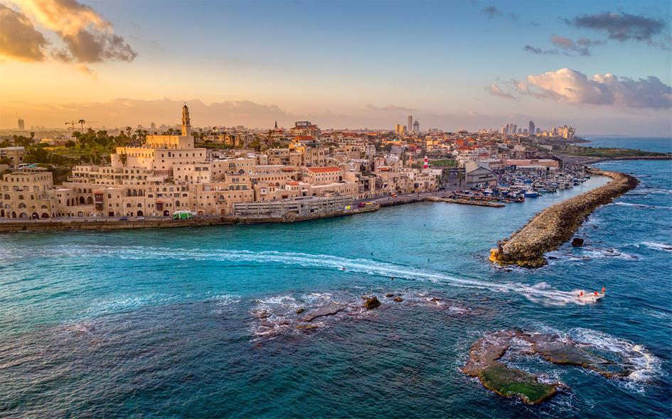 Close to its famous galleries, Jaffa Port is home to tourist cruises, fishing boats, and great views.