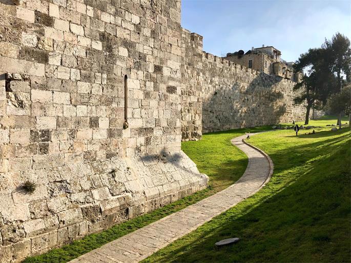 O muro de Jerusalém como aparece hoje (Foto de Jose Cortés no Unsplash)