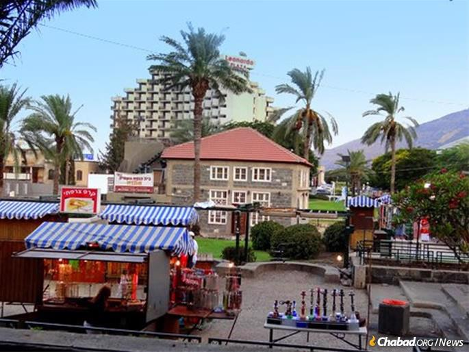 The Tiberias Old City synagogue is right next to a popular promenade and hotels.