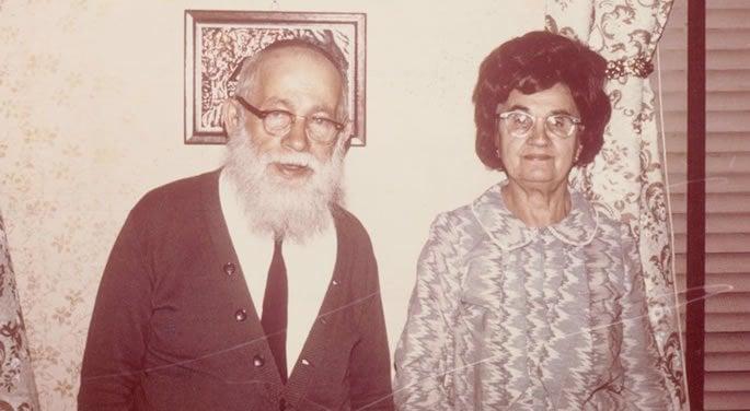 Sara's parents, R' Alter Yehoshua Hakohen and Hinda Golda Winter.