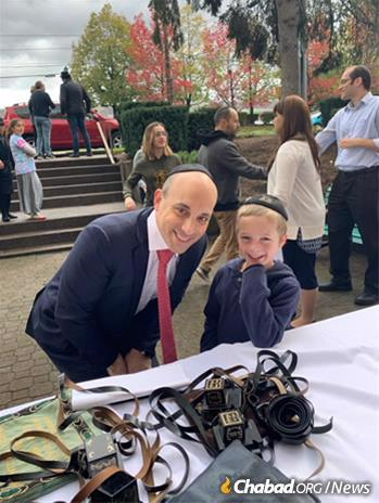 Jonathan Greenblatt was part of a crowd eager to do the mitzvah of tefillin.