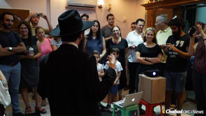 The Raitports have attracted a diverse group of local Jewry.