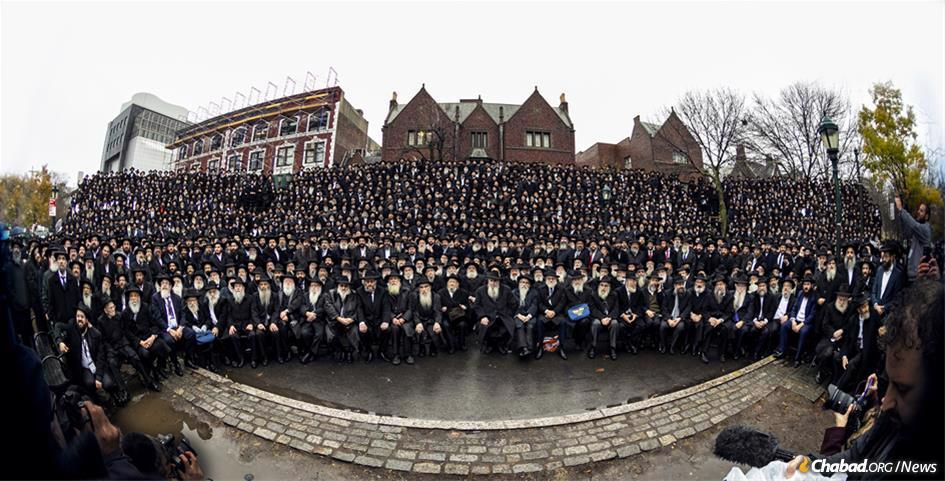 Thousands of Chabad-Lubavitch rabbis get together for the annual group photo at the International Conference of Chabad-Lubavitch Emissaries, Kinus Hashluchim, Nov. 24, 2019. (Photo: Mendel Grossbaum/Chabad.org)