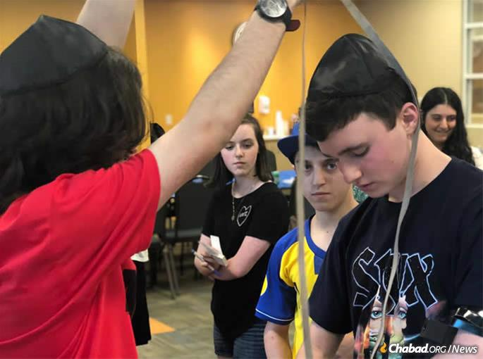 Teens help each other do mitzvahs at annual JText gathering in North Fulton, Ga.