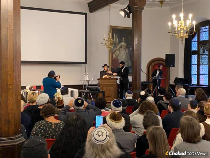 The ceremonious filling in of the final Torah letters took place in a building believed to have been a meeting place for Nazis.