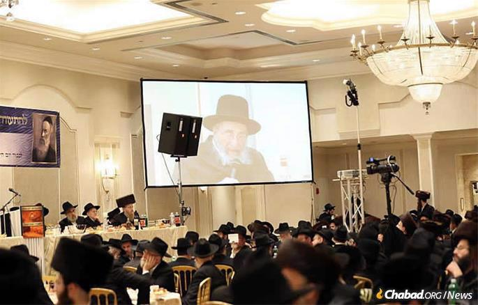 Rabbi Moshe Wolfson at a 2015 farbrengen in the Boro Park section of Brooklyn. (File photo: JDN)
