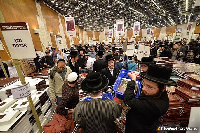 The gala celebration at the Binyanei Hauma convention center in Jerusalem will coincide with the world's largest Chassidic book fair, where hundreds of thousands of texts will be on sale. (File photo: Meir Alfasi)