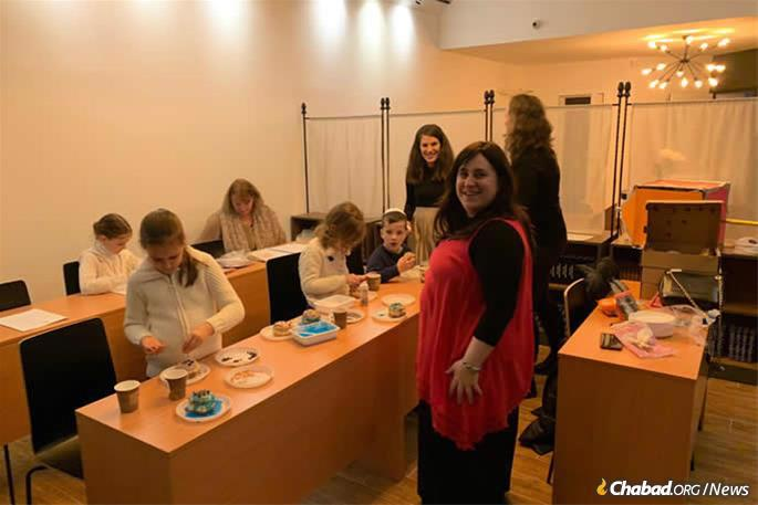 """Deborah Leah Hurwitz, center, associate principal of the Chabad day school in Budapest who also runs the """"Alef Kids"""" after-school program, came to help out."""