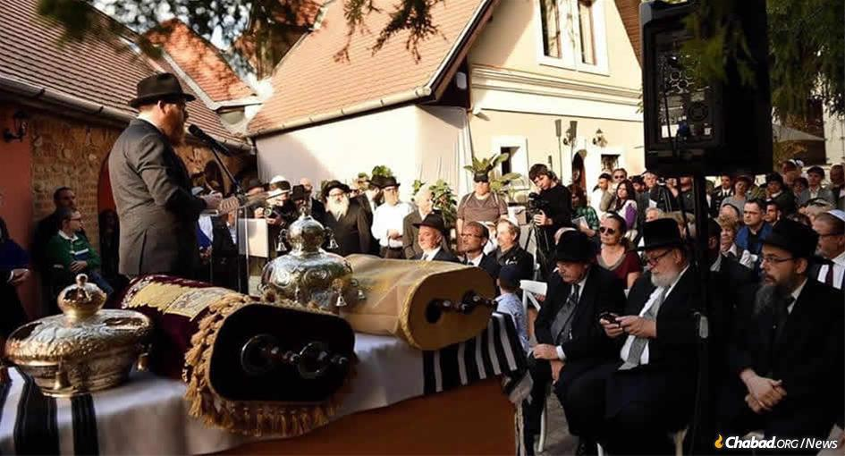 Rabbi Shlomo Koves, the first Hungarian-born rabbi to be ordained in the country after the Holocaust, at the dedication of a new synagogue and Torah scroll in Szentendre.