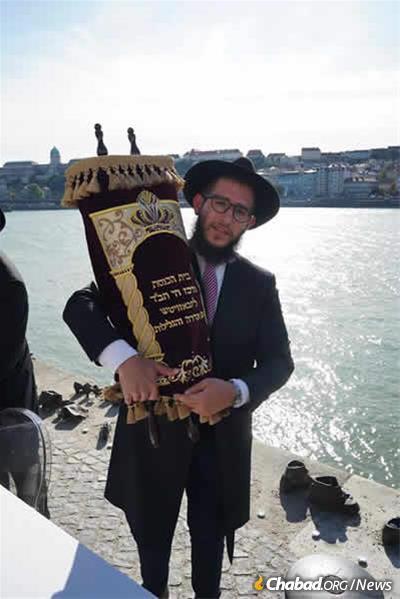 Rabbi Menachem Mendel Myers with the new Torah