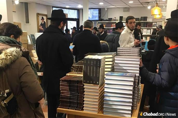 "The day has turned into the ""holiday of the books,"" with young and old coming out or logging on to purchase Jewish books for their home libraries. A sampling of the crowd at Kehot Publication Society's showroom bookstore. (Photo: Kehot Publication Society)"