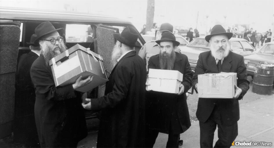 Hei Tevet marks the 1987 federal court ruling that the priceless Library of Agudas Chasidei Chabad-Lubavitch was not a private possession, but belonged to the Chabad Chassidim as a whole. On Nov. 23, 1987, after an appeals court confirmed the lower court ruling, the books finally returned home. From left: Rabbi Yehuda Leib Groner, Rabbi Dovid Raskin, Rabbi Abraham Shemtov and Rabbi Yehuda Krinsky.