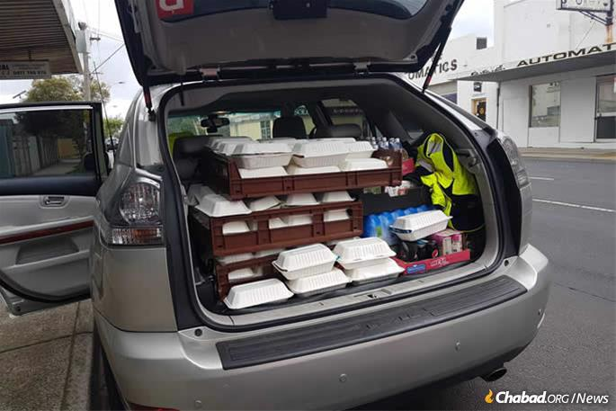 Preparing to deliver home-cooked food to those who have lost their homes.