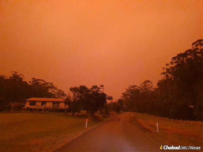 As Shabbat approached, the smoke-filled sky over Coffs Harbour, a small coastal city in New South Wales, Australia. (Photo: Verne Dove)