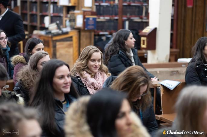 Learning Torah at 770 Eastern Parkway. (Photo: Sholem Srugo)