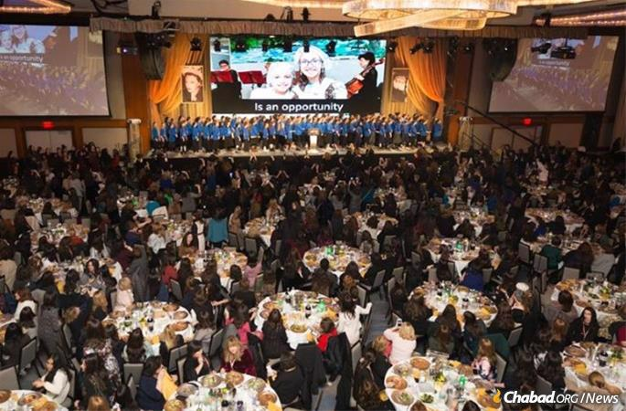 The banquet is a time to connect with friends and family from around the world. (File photo: Kinus.com)