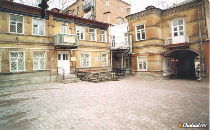 "The Rebbe Rashab's and Rebbe Rayatz's residence in Rostov. (Photo: בתוך הגולה (אלישיב קפלון), חיש תשע""ב)"