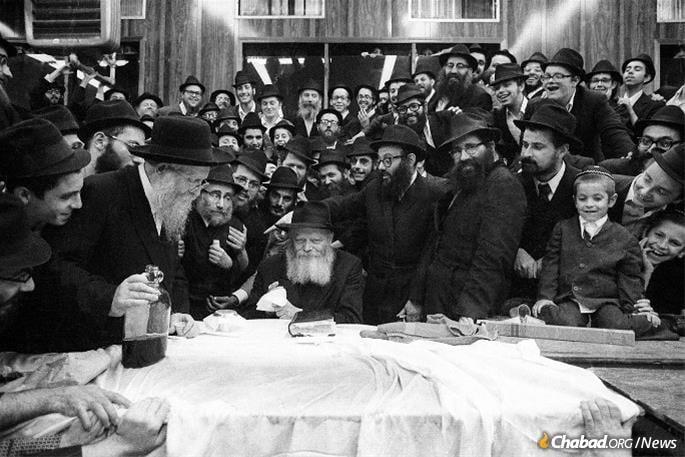 Messod Touboul à un farbrenguen du Rabbi dans les années1970.
