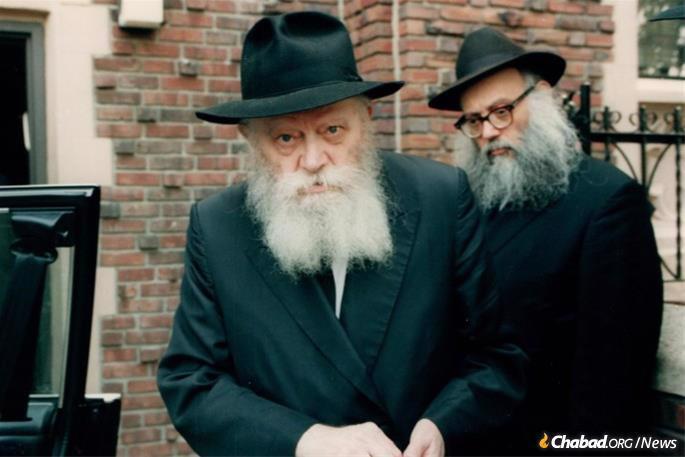 Le Rav Groner a servi aux côtés du Rabbi pendant plus de 40 ans.