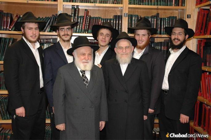 Friedman with Rabbi Yitzchok Raitport, a longtime friend and supporter of Oholei Torah, and students at the yeshivah.
