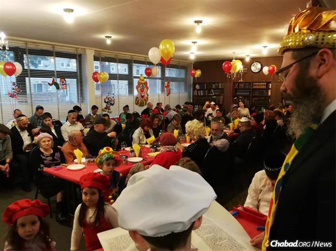 מסיבת פורים בקהילה היהודית בהנובר