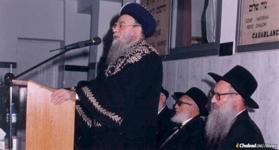 Rabbi Eliyahu Bakshi-Doron, former Rishon LeTzion, the Sephardic Chief Rabbi of Israel, on a visit to Morocco. Seated beside him is Chabad Rabbi Sholom Eidelman, who served Moroccan Jewry since 1958 and passed away from COVID-19 on the second day of Passover.