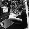 Des décennies avant Zoom, le Rabbi a utilisé la vidéo interactive pour connecter le monde