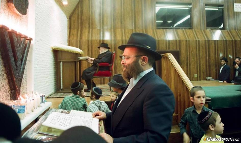 Mendel Drizin leading a prayer service at 770 Eastern Parkway in the presence of the Rebbe.