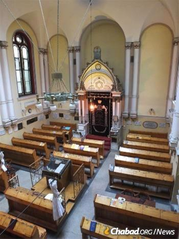 As with this synagogue in Budapest, Chabad rabbis are operating with a mindset of caution and a view towards the preservation of life, even as businesses around them continue to reopen. (Photo: Tamás-Haim www.tfilin.hus)