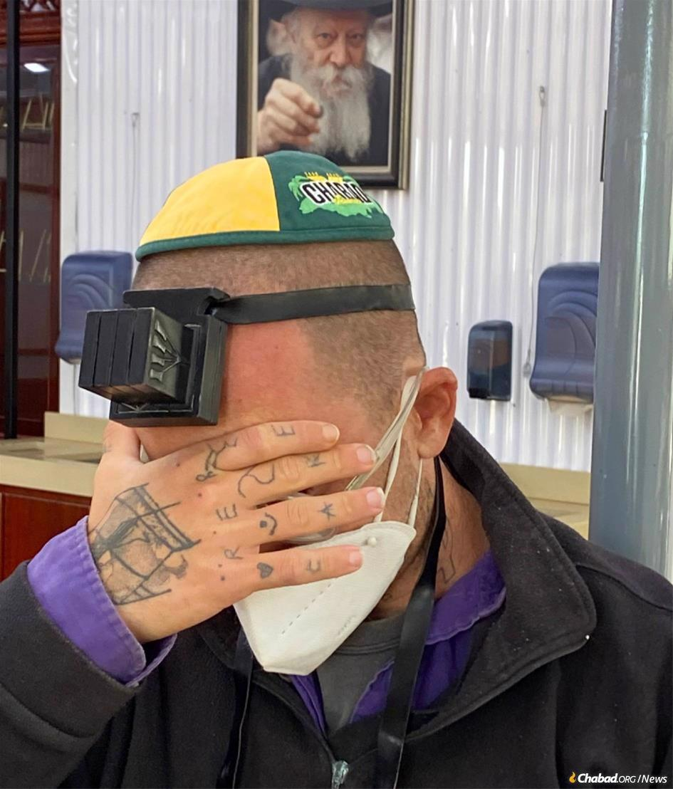 After being stuck for six weeks on a tiny boat in the Caribbean with nowhere to go, Amit Mendel of Jerusalem put on tefillin and said the Shema prayer at the resting place of the Rebbe. (Photo: Rabbi Yaakov Raskin)