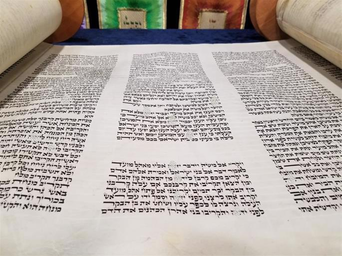 Note the small aleph in the word Vayikra, which opens the Book of Leviticus (credit: Chabad of Northwest Indiana).