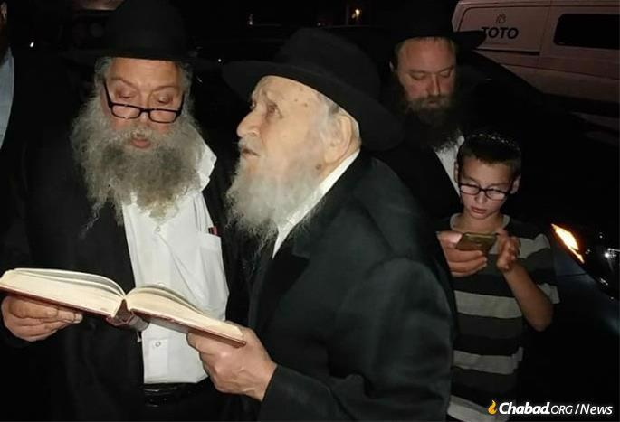 Sactification of the Moon with his son, Rabbi Sholem Ber Raices.
