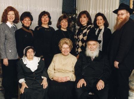 Bubbe Maryasha Garelik with her daughter Shula Kazen, her son-in-law Rabbi Zalman Kazen and their children.
