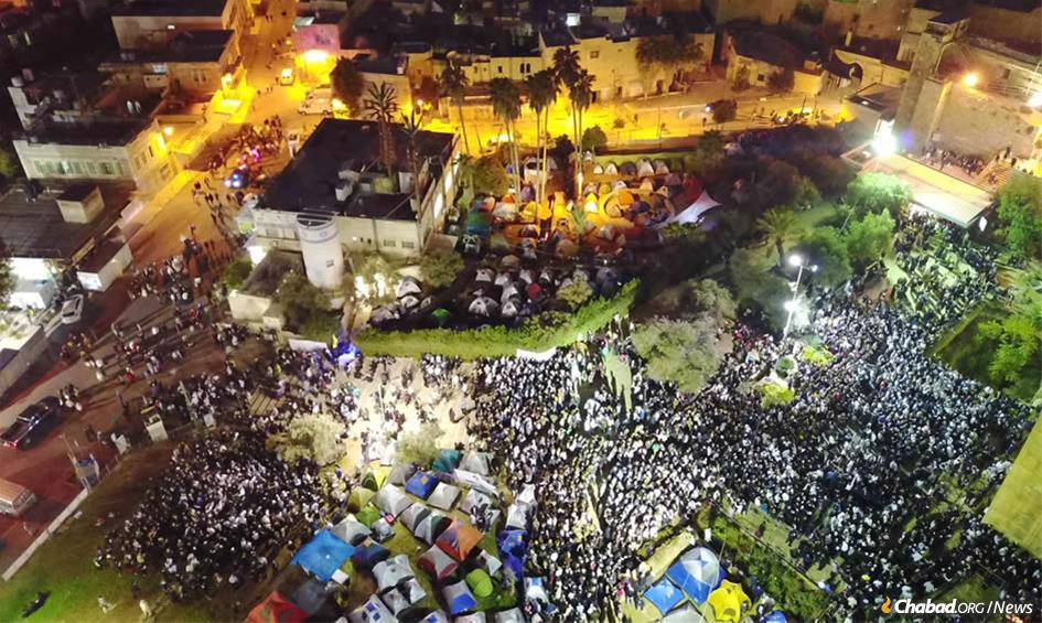 While rocket attacks from Gaza struck Tel Aviv and other cities in Israel, more than 6,000 unfazed guests savored festive meals on Shabbat in the biblical city of Hebron. The annual gathering at the Cave of the Patriarchs drew 30,000 visitors over the weekend.