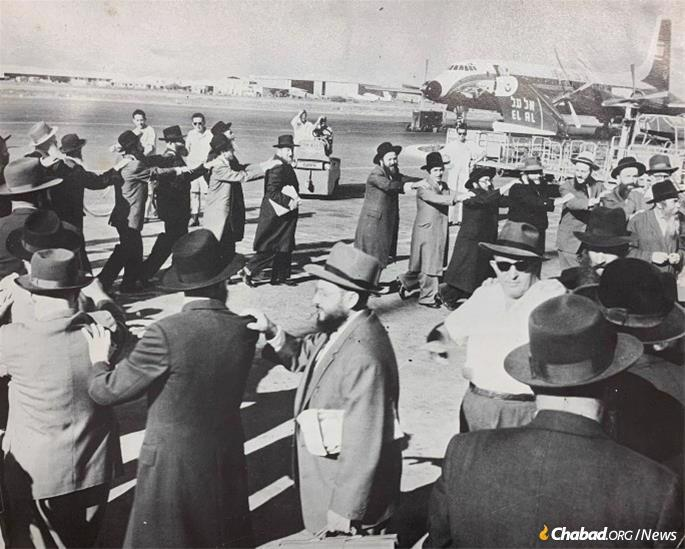 """The Shofar Campaign began on the streets of Brooklyn, N.Y., and was taken up with gusto by guests from Israel and around the world traveling to New York to spend the month of holidays with the Rebbe. The first groups (in this photo, circa late 1950s) were small but already commanded attention. """"Airport Rocks to Dance of Joyous Hassidim"""" reads the caption under this photo when it was reproduced in the National Jewish Post & Opinion in 1960."""