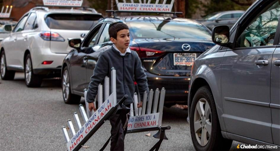 In Greensboro, N.C., a yeshivah student helped prepare for last year's car menorah parade. (Photo: Ivan Cutler)