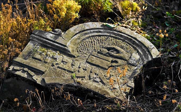 Tzedakah motif on a Jewish gravestone. Jewish cemetery in Otwock (Karczew-Anielin).