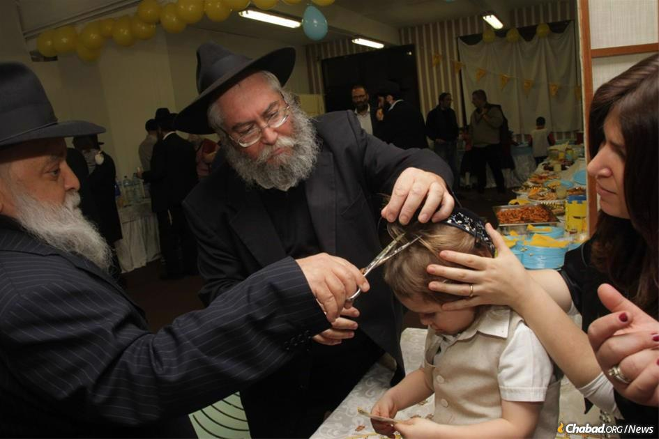 Rabbi Moshe Shaikevitz, center, was a beloved community rabbi who had a signature touch of personal care and attention for people of all ages in Milan, Italy. (Photo: Rinati Dor Dvorski)