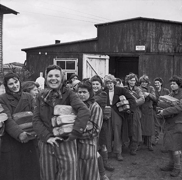 Survivantes à Bergen-Belsen après la libération. Avril 1945.