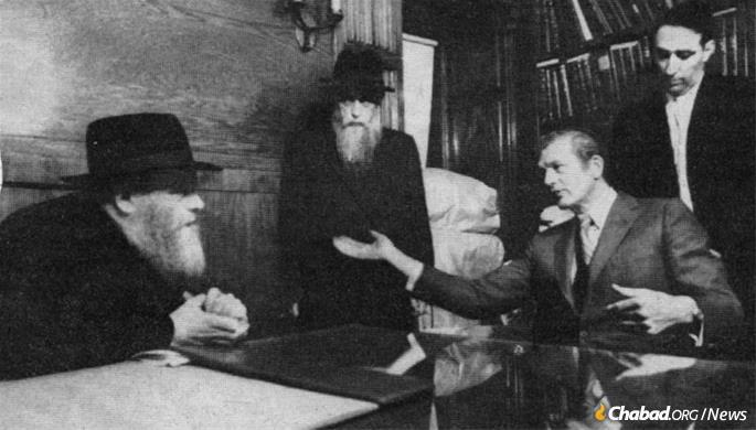 Mayor John Lindsay (right) meet with the Rebbe—Rabbi Menachem M. Schneerson, of righteous memory—in the Rebbe's office at 770 Eastern Parkway in Crown Heights, Brooklyn, on Nov. 26, 1968.