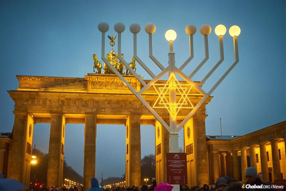 A giant menorah organized by Chabad in Berlin stands at the Brandenburg Gate in Berlin, Germany, on Dec. 25, 2016, the second night of Hanukkah. The menorah is part of Chabad-Lubavitch's worldwide Hanukkah campaign that includes 15,000 large public menorahs in more than 100 countries around the world. (Credit: Alex Timanoff /Chabad.org)