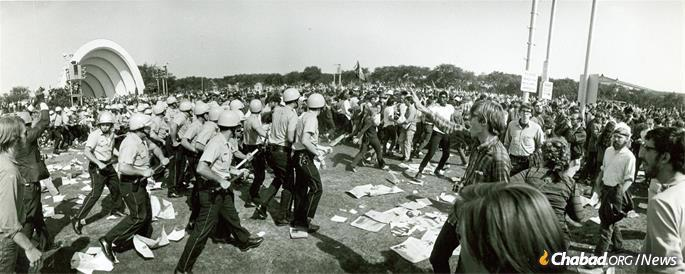 Protesters and Chicago police officers clash in Grant Park during the Democratic National Convention, Aug. 28, 1968. (Credit: National Archives)