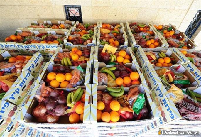 Colel Chabad delivers tens of thousands of boxes of fruits and vegetables every weeks along with staples and prepared meals to the needy in Israel.