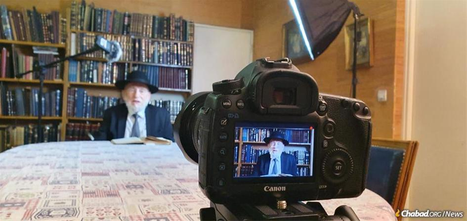 Rabbi Michel Guggenheim, the chief rabbi of Paris, records his class for the French-speaking public.