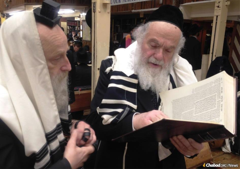 Rabbi Shalom Povarsky, Rosh Yeshivah of Yeshiva Kol Torah in Jerusalem, right, at Chabad-Lubavitch World Headquarters in New York discussing a concept in the Talmud with Rabbi Yechiel Kalmenson, Rosh Yeshivah of Yeshivas Tomchei Tmimim in Brunoy, France.