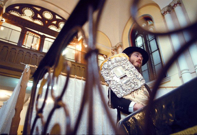 Dukes in 2003, when he served as a student shliach (emissary) in Budapest, Hungary. (Photo: Demecs Zsolt)